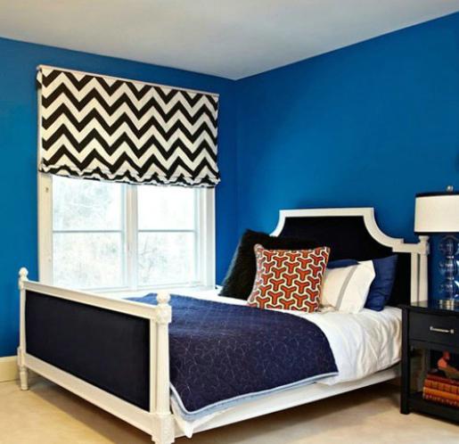 蓝色的墙壁,如海水般浪漫的颜色充斥着整个房间。白色的窗户和白色的床榻,蓝白色调浪漫而沉静,蓝色清透与白色的安静相互映衬,有着海一般的梦幻感觉,优雅的配色似如歌的行板,浪漫温馨,装点出如水一般纯净又内涵丰富的卧室氛围。