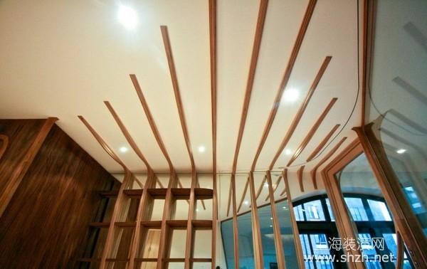 用玻璃透视,线条一直延续到室内的桌椅,从楼梯到室内整体就像一体一样