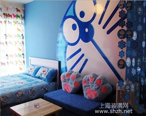 一目了然鲜明主题,机器猫可爱的面部墙,在视觉上先奠定一种活泼,时尚