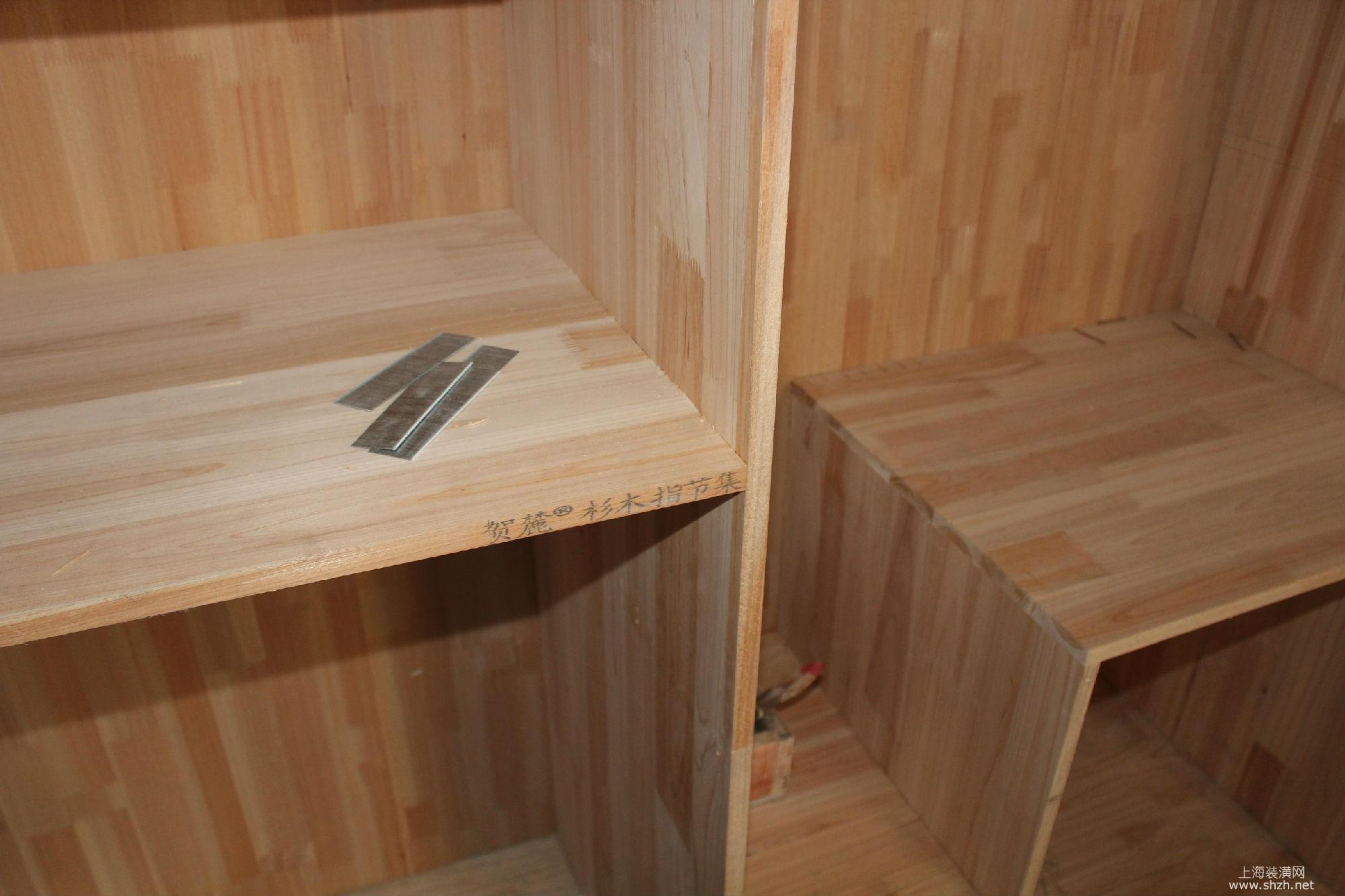 装修学堂 选材常识 橱柜 正文   杉木板做柜体,比大芯板更加环保,耐