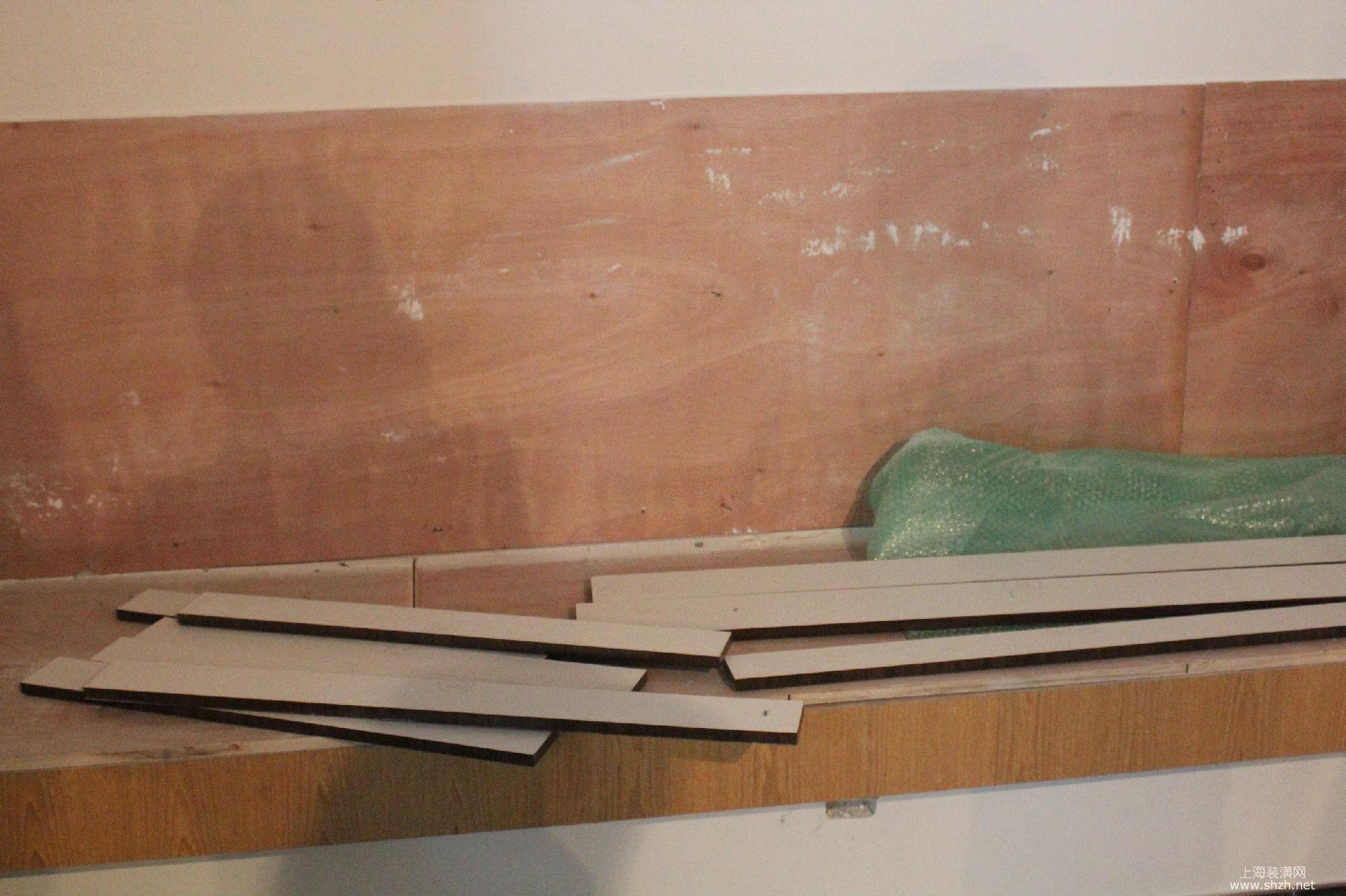 名兔e1级木工板被换成小白松细木工板,他拍照为证,要求施工方合理答复