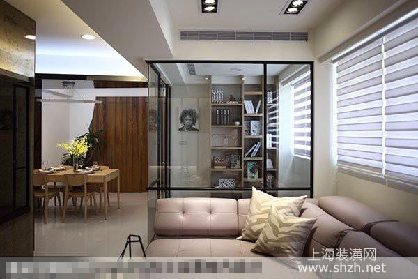 客厅另一端以玻璃屋概念设计了书房,藉由玻璃材质保有穿透的空间感.图片