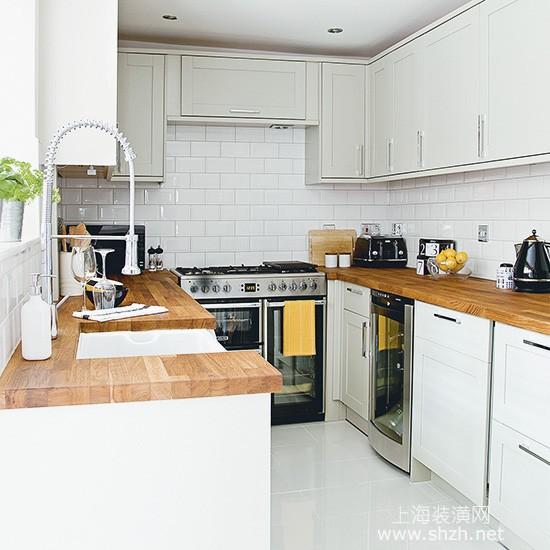 以上的10种u型厨房装修设计方案,可以参考一下,可能在您的家庭设计中