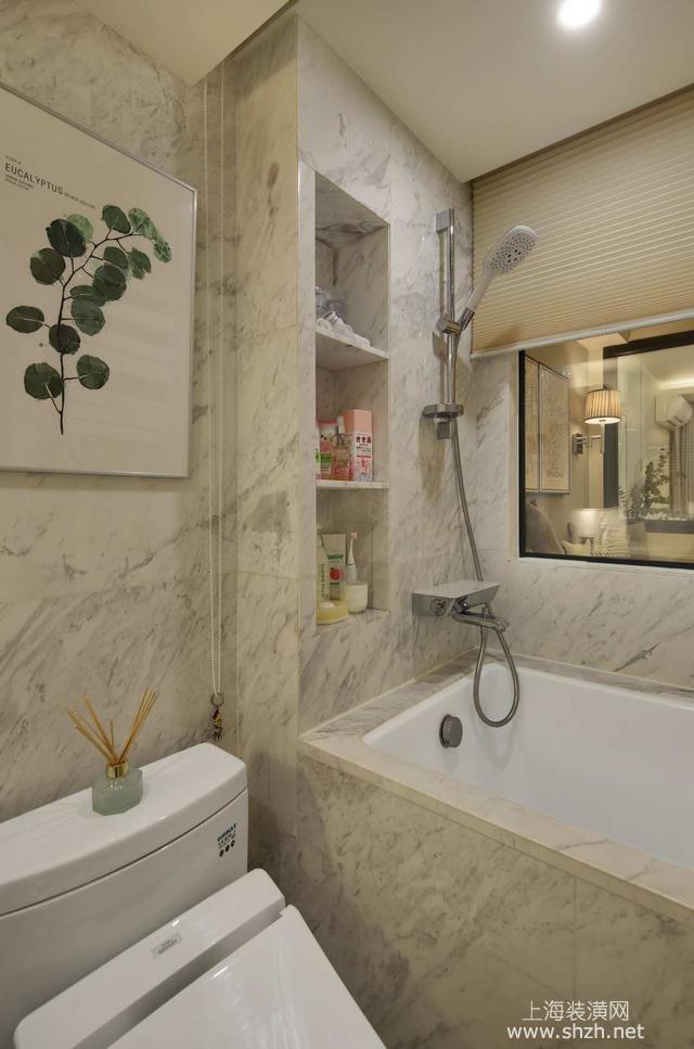 卫生间中还做了一个浴缸,每天会到家中,还可以享受一下泡澡的优雅时光,浴缸墙面做了壁龛设计,可做一些收纳空间使用。 整体的这套小户型北欧风格装修案例效果图,就是这样了,相信你也会感觉这个家庭是那么的温馨时尚的,现在的房价这么贵,也会有很多家庭会是这样的小户型空间,精心的打造之后,一样能够温馨浪漫,希望大家都能够参考下。