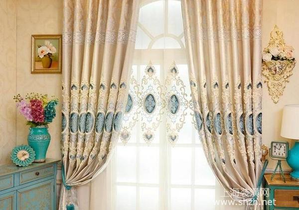 装修客厅窗帘选什么颜色好,巧妙搭配让客厅更上档次