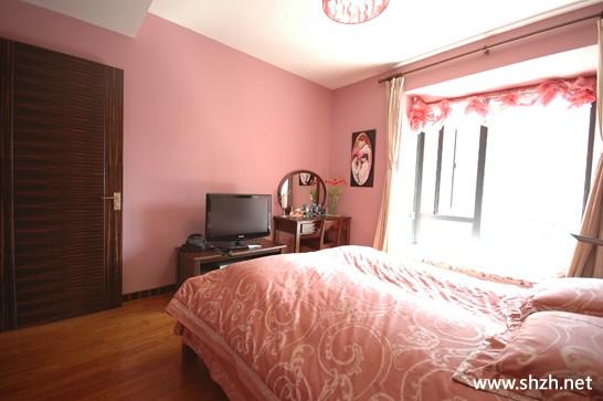 绿城现代中式大户型婚房暖色卧室实景图-上海装潢