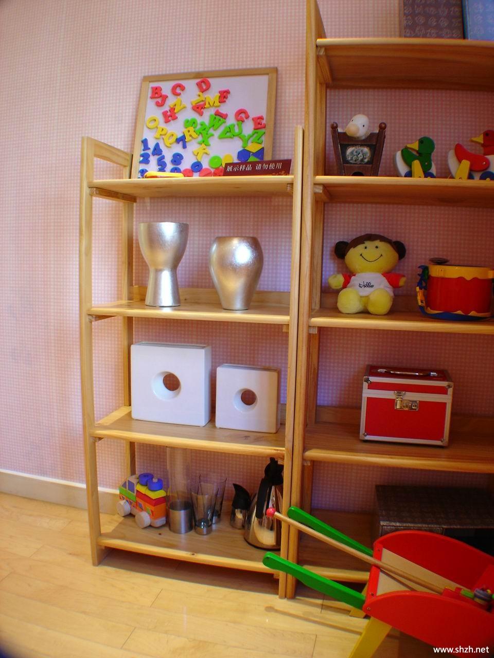 暖色田园儿童房书架/书柜