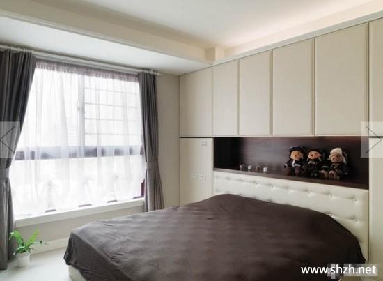 现代美式卧室壁橱床装饰摆件实景图