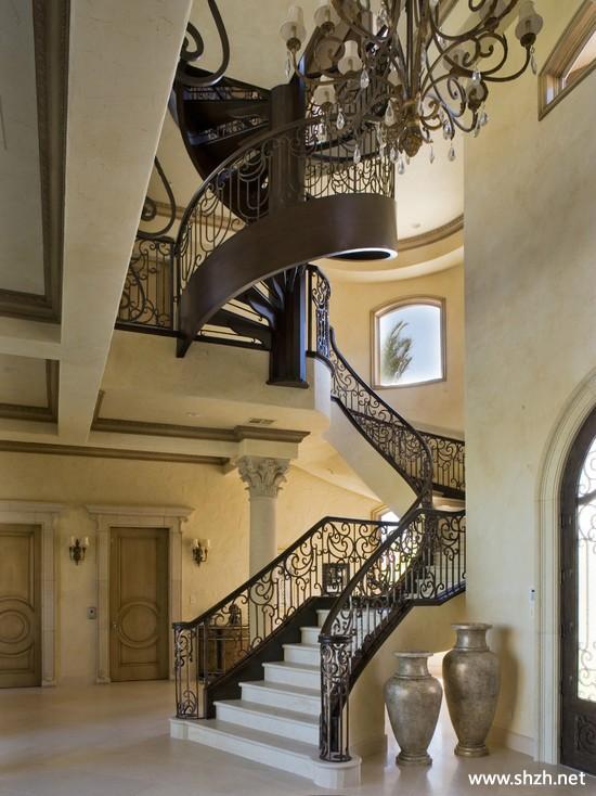 现代楼梯装饰画装饰摆件别墅实景图