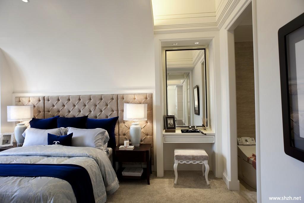 现代简约欧式卧室梳妆台床装饰画灯具实景图