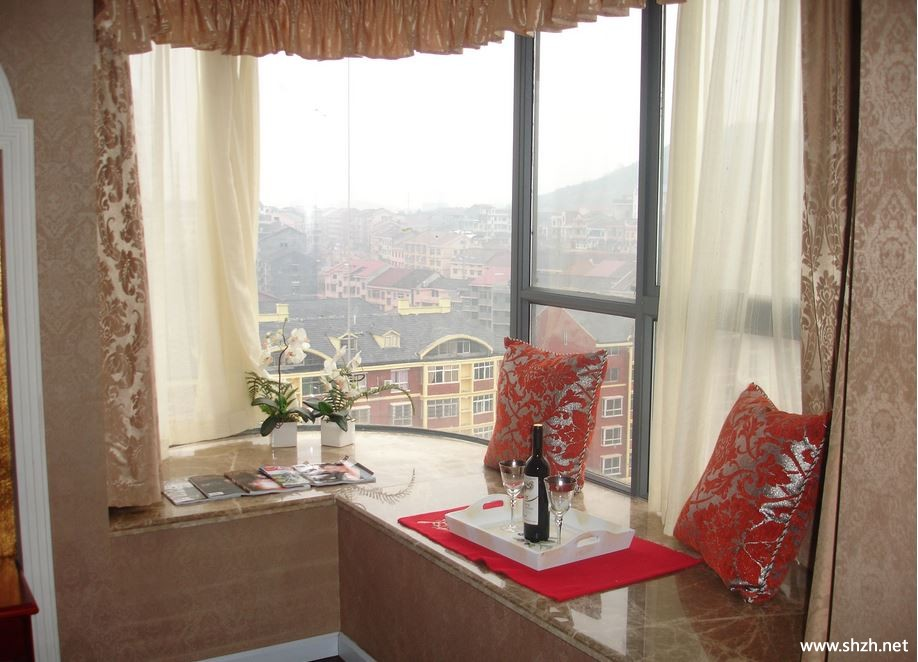 客厅改卧室效果图_飘窗上的办公台-上海装潢网