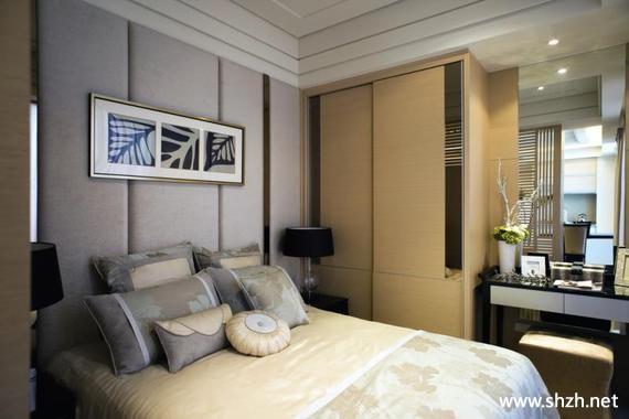 现代简约卧室床衣柜梳妆台装饰画小户型实景图