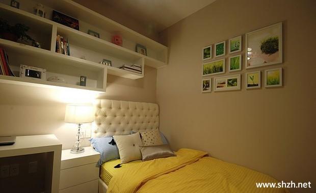 现代简约卧室壁橱装饰画床实景图