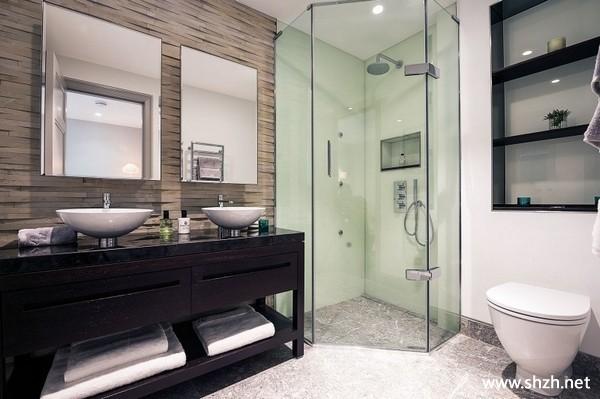 英式简约卫生间淋浴房台盆马桶