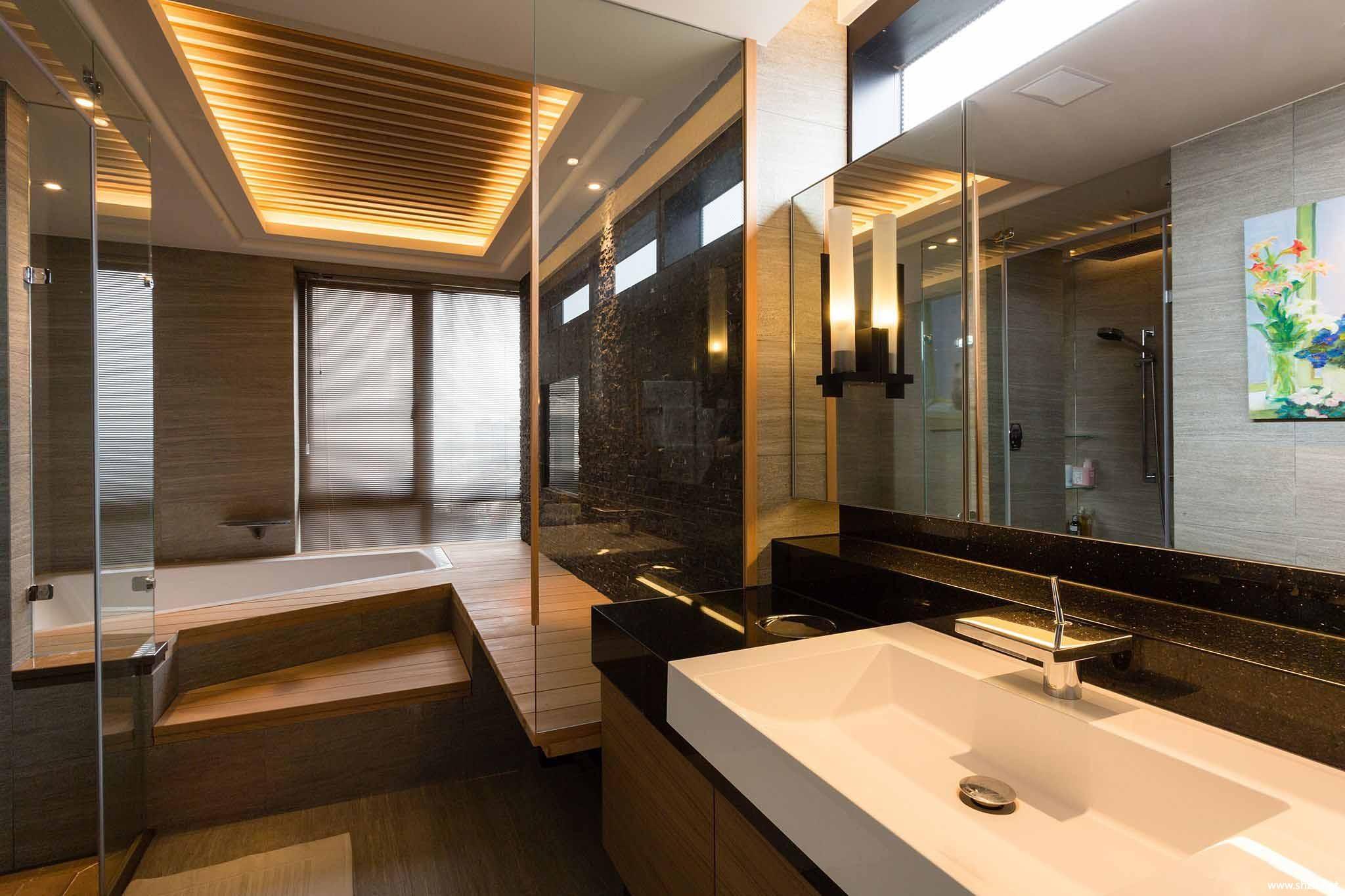 中式卫生间浴缸淋浴房效果图