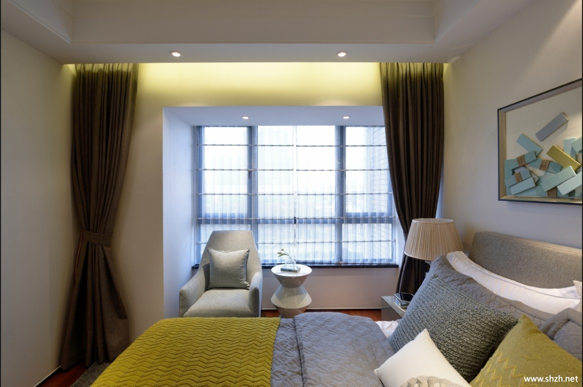 现代小户型卧室床