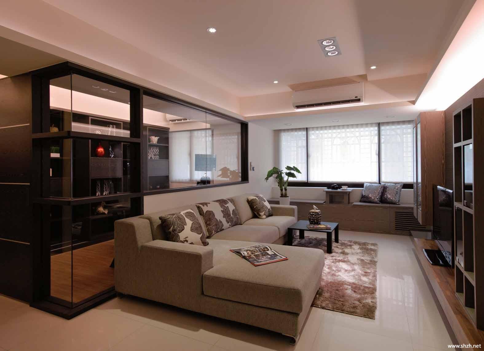 现代中户型客厅沙发茶几