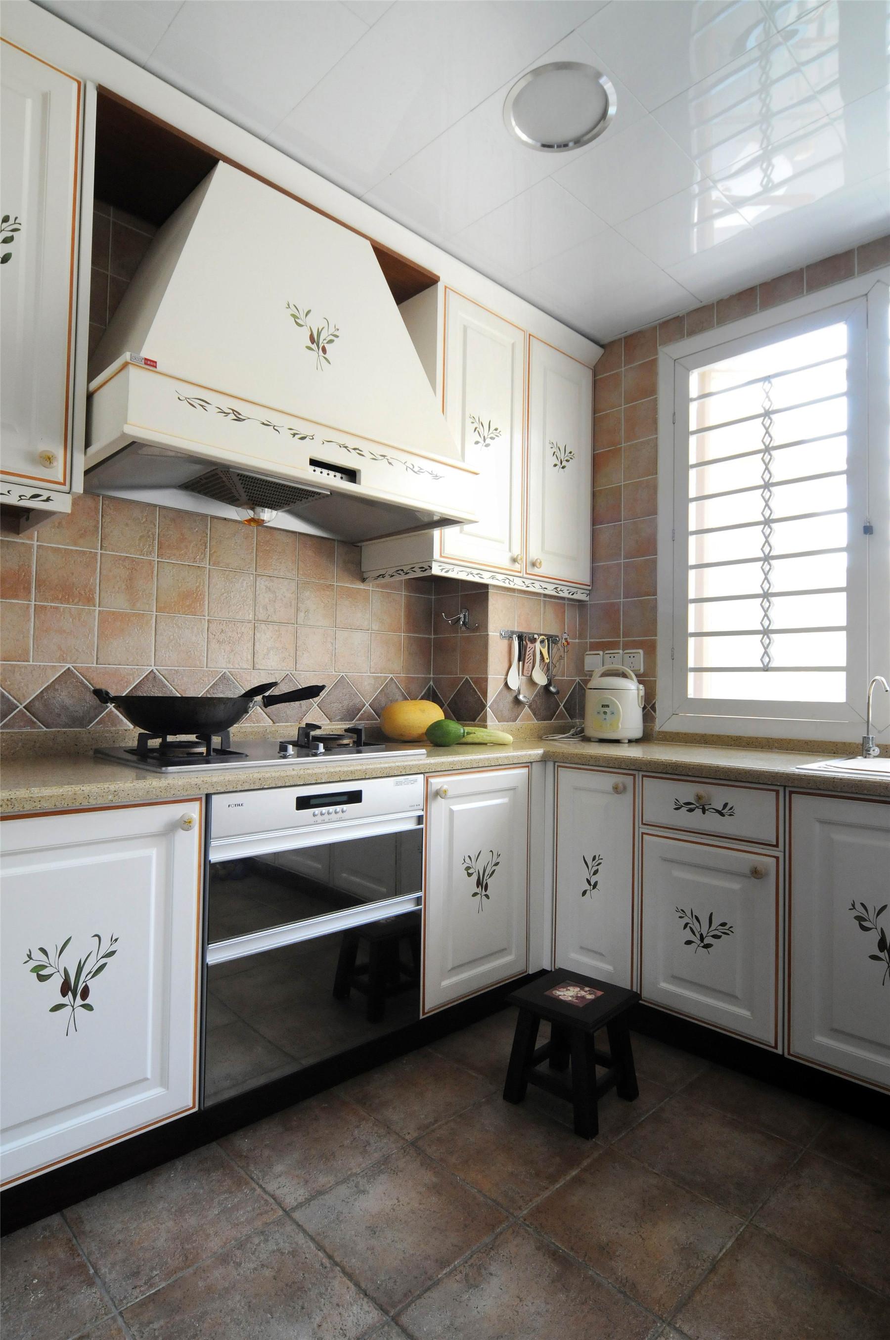 欧式别墅厨房装修设计欣赏