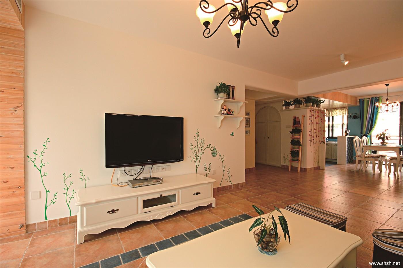 客厅手绘墙电视柜中户型实景图
