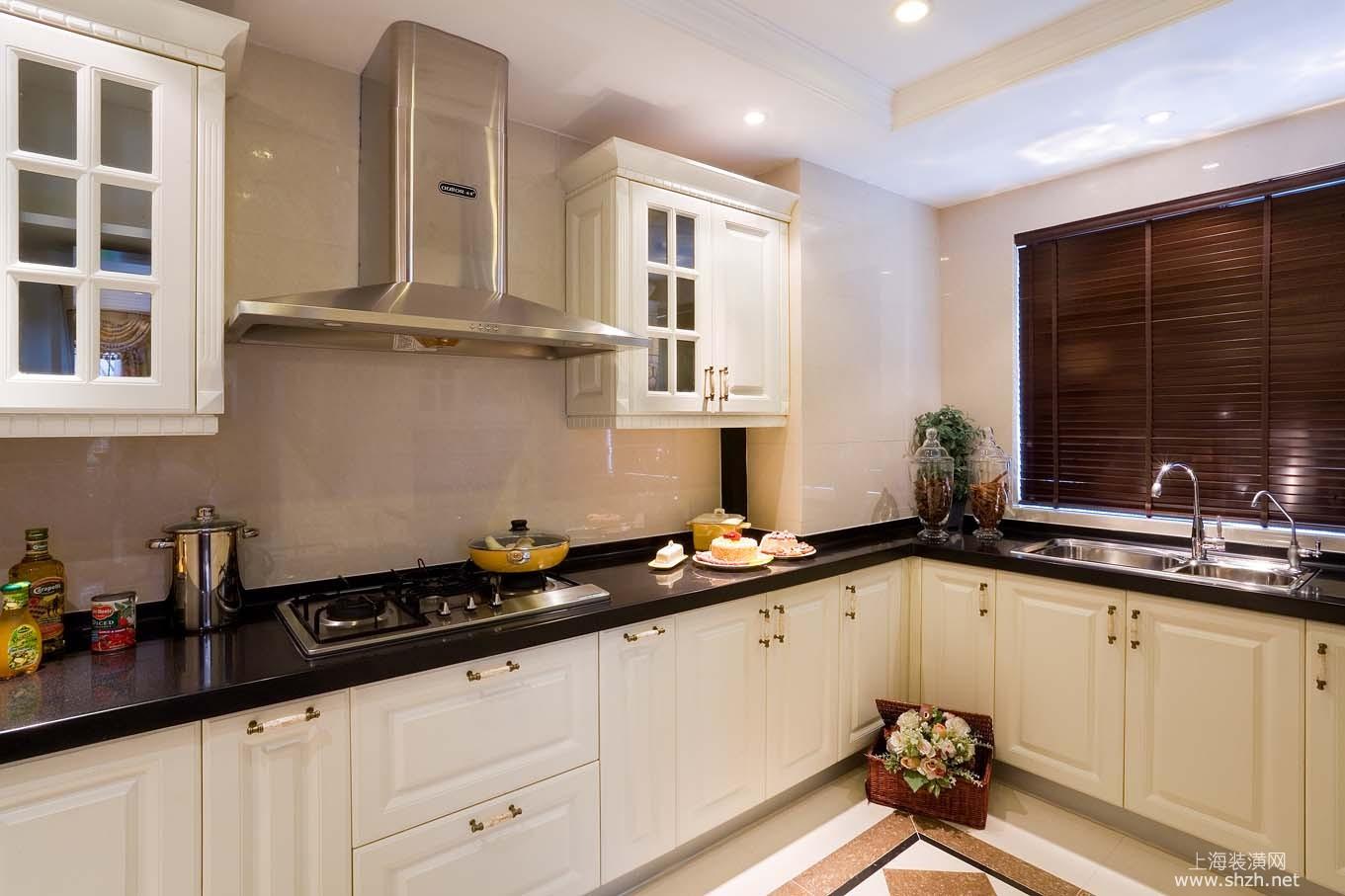 英伦复古别墅厨房案例