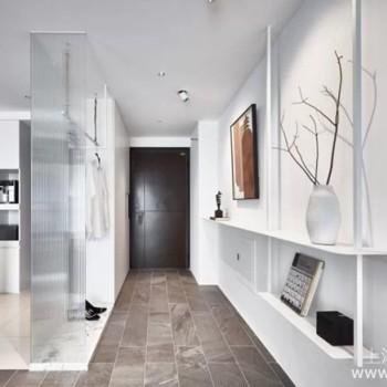 玄关怎么打造才能兼具美观与机能,结合展示墙让家美出新高度
