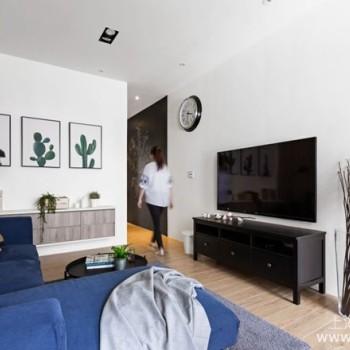 客厅挂画位置、挂法学问真不少,注意这些细节让客厅变高级